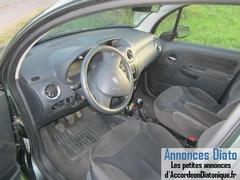 Donne magnifique voiture Citroën C3